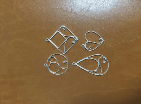 秋田銀線細工のペンダント制作体験の写真