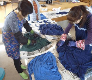 浅舞絞りの藍染体験の写真