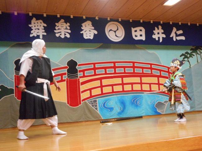 十文字地域の仁井田番楽の歴史説明・演舞見学の写真